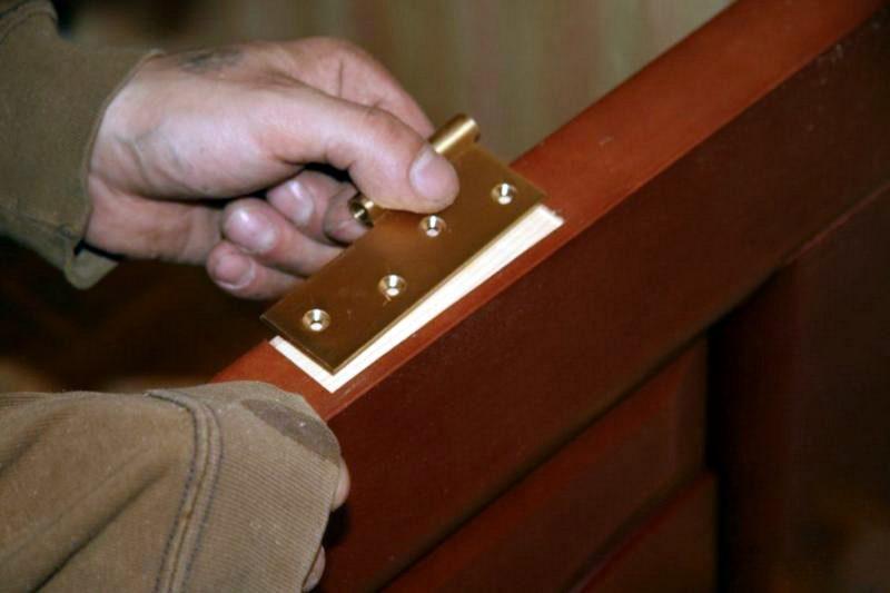 установка петель на дверь